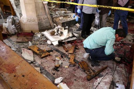 Personale della sicurezza sul luogo dell'esplosione a Tanta © EPA