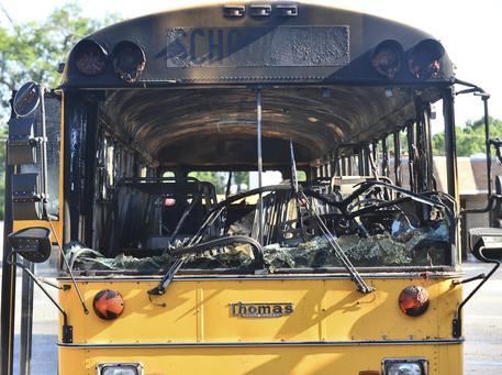 Bus in fiamme sulle#39;autostrada: salvi bimbi e maestre