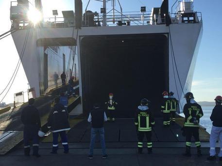 Incendio a bordo cargo Moby a Olbia