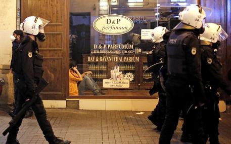 Turchia: 85 arresti in due ministeri