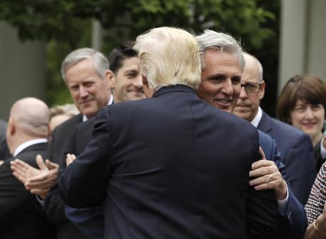 Donald Trump e Kevin McCarthy in una foto d'archivio © AP