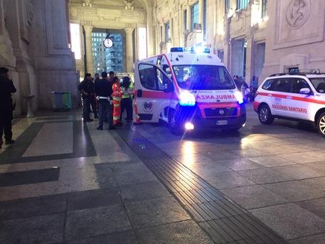 Milano, ricoverati militare e agente Polfer accoltellati
