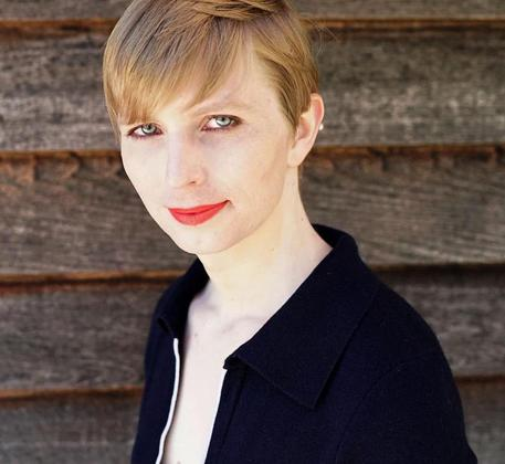 Le prime foto di Chelsea Manning dopo l'uscita dal carcere