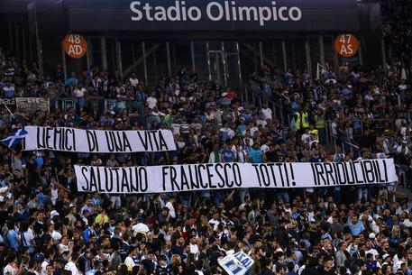 Lazio, Gli Irriducibili scrivono a Totti: