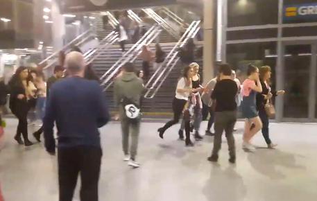 Esplosione alla Manchester Arena, terrore e morti © AP