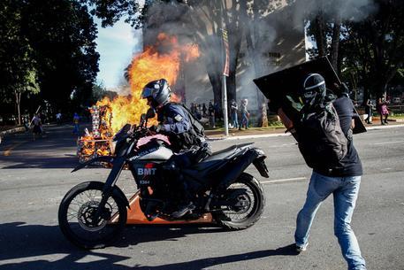 Scontri in Brasile: folla chiede dimissioni presidente Temer