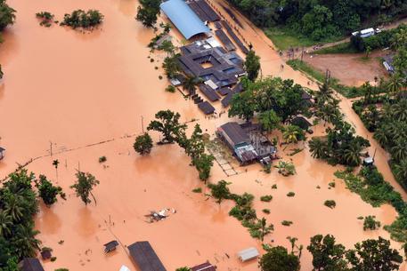 Ondata di maltempo in Sri Lanka: 120 morti