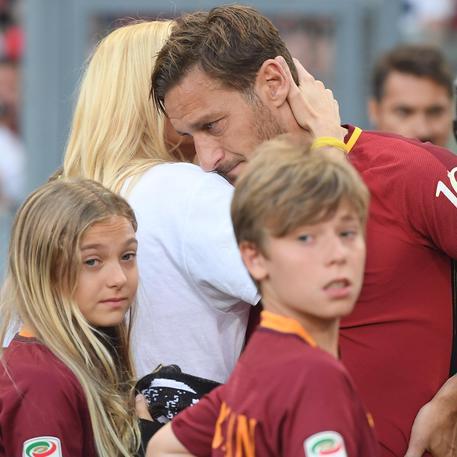 """L'Addio in lacrime di Totti: """"momento che non volevo arrivasse mai"""" 207ae09edd2fdfcc014f42924f355be8"""