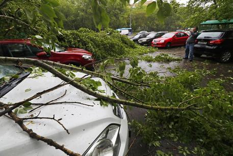 Violenta tempesta si abbatte su Mosca almeno 7 morti, decine di feriti