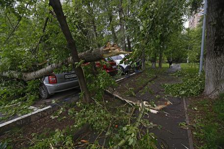 Violentissima tempesta su Mosca: 13 morti e decine di feriti!