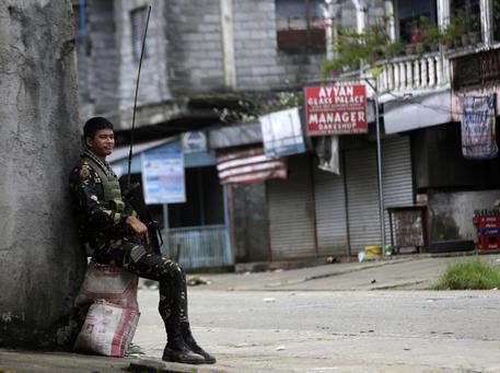 Filippine, scontri tra esercito e jihadisti: 2mila civili intrappolati a Marawi