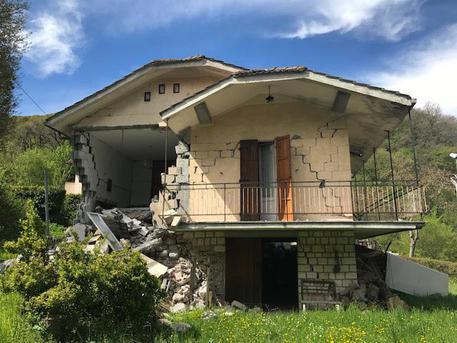Terremoto: sequestrato un camping ad Ussita e il Sindaco si dimette