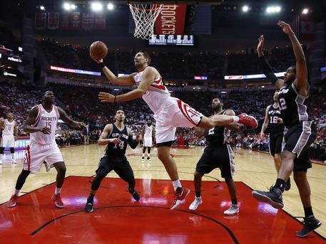 NBA, gli Spurs perdono Parker. Playoff finiti per il francese