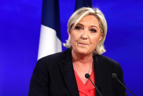 Elezioni Francia 2017, Le Pen copia il discorso di Fillon