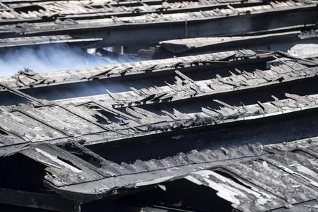 Incendio Pomezia: la procura conferma la presenza di amianto sul tetto
