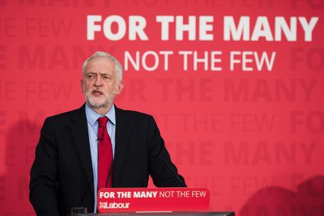 Voto 8 giugno: Corbyn in risalita nei sondaggi, May in difficoltà
