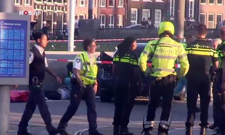Auto contro folla ad Amsterdam, 5 feriti
