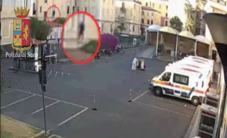 Catania, ruba in casa e violenta 28enne: arrestato$