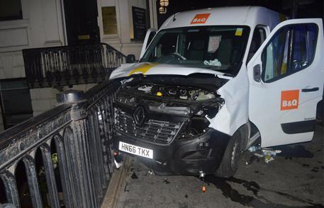 Il furgone bianco sul London Bridge © EPA