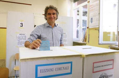 Comunali, a Verona verso ballottaggio tra Sboarina e Bisinella