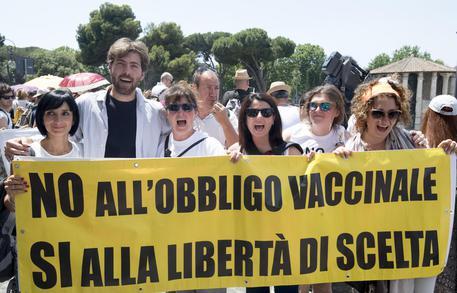 "Bimba respinta all'asilo Allertati i carabinieri"""
