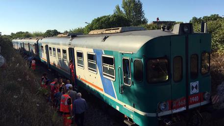 I soccorsi dopo lo scontro frontale tra due treni © ANSA