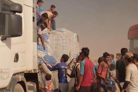 Iraq, cibo tossico in campo Unhcr: muore bimbo, 800 avvelenati