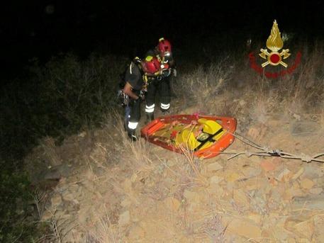 Villasimius, auto in una scarpata, muore 17enne
