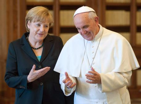 Papa Francesco riceve Angela Merkel: sintonia su importanza abbattere muri