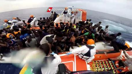 Migranti, ne arrivano 1000 a Palermo$