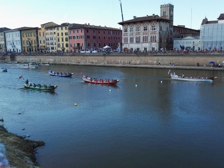 Genova vince la regata, Pisa seconda