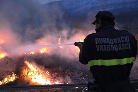 Incendi nel messinese, evacuata casa di riposo $