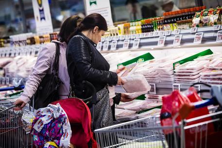 Consumi, cresce la fiducia di famiglie e imprese