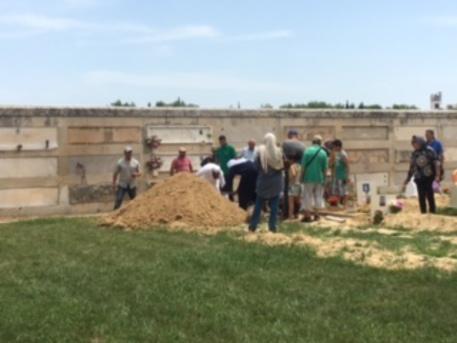 Bimba musulmana seppellita a galatina cronaca for Galatina news cronaca