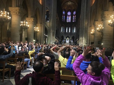 Spari Parigi, 900 bloccati a Notre Dame