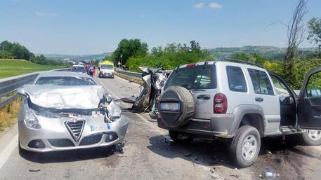 Scontro con un'auto della Polizia, scooterista muore a Palermo