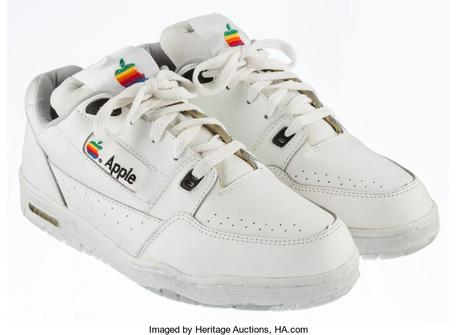 All'asta un paio di sneakers di Apple da 15 mila dollari © ANSA