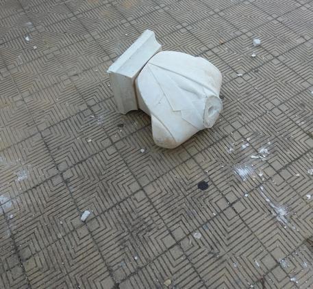 Il busto dal quale è stata staccata la testa di Falcone © ANSA