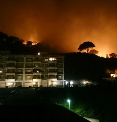 Continuano gli incendi attorno a Messina: sgomberate alcune case$