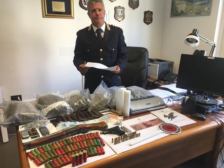 Armi, droga e dinamite sotto il letto: Is Mirrionis, due arresti