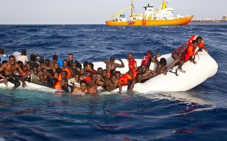 Migranti: Kurz, stop ai trasferimenti da Lampedusa © ANSA