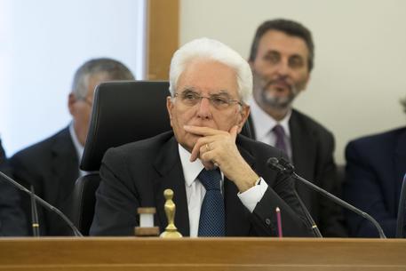 Mattarella: Sull'immigrazione si discuta seriamente, basta con le battute