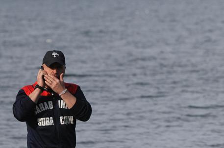 Quattordicenne muore annegato in un lago del Torinese davanti all'amico