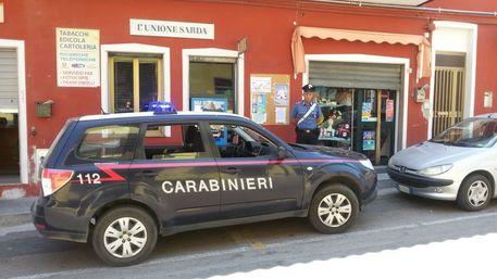 Tabaccaio sventa rapina a Bari Sardo