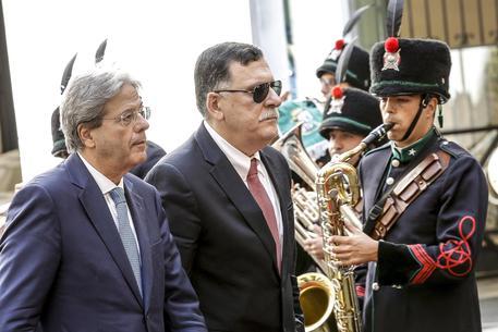 Sarraj incontra Gentiloni e chiede navi italiane in acque libiche