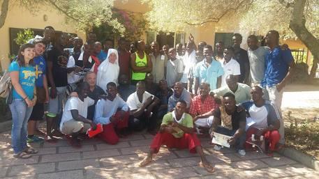Bomba centro migranti: parroco reagisce
