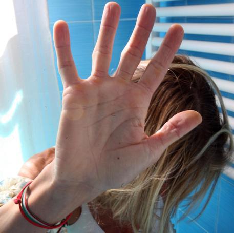 Perseguita l'ex moglie: valtellinese arrestato per stalking