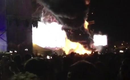 Tomorrowland di Barcellona: incendio sul palco, evacuate 22mila persone