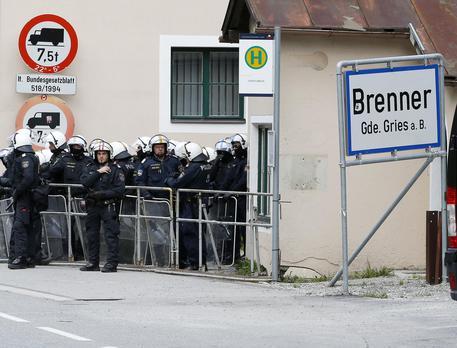 Migranti, Austria schiera l'esercito al  Brennero © AP