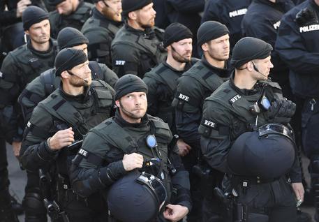 G20 di Amburgo: scontri con feriti tra manifestanti e polizia